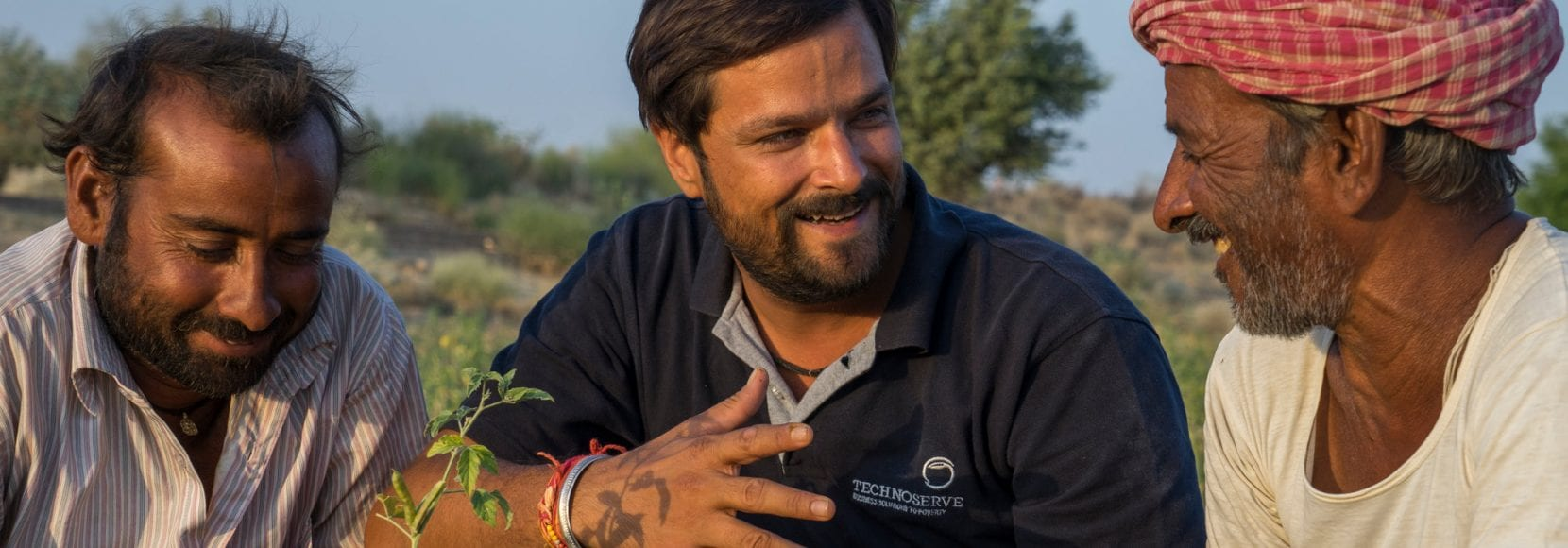 Technoserve Project Manager discusses plant diseases with guar farmers in India