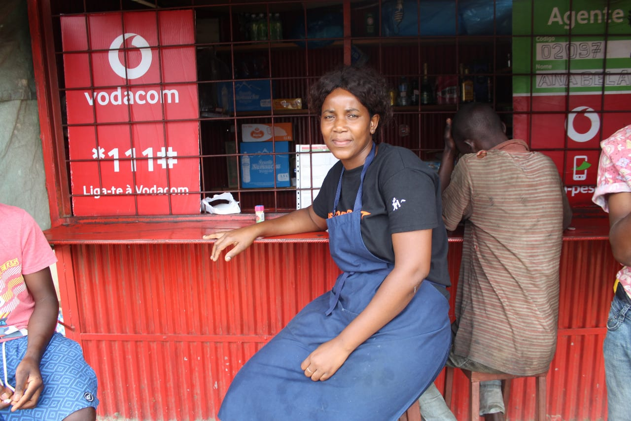 Anabela in front of her shop in Maputo