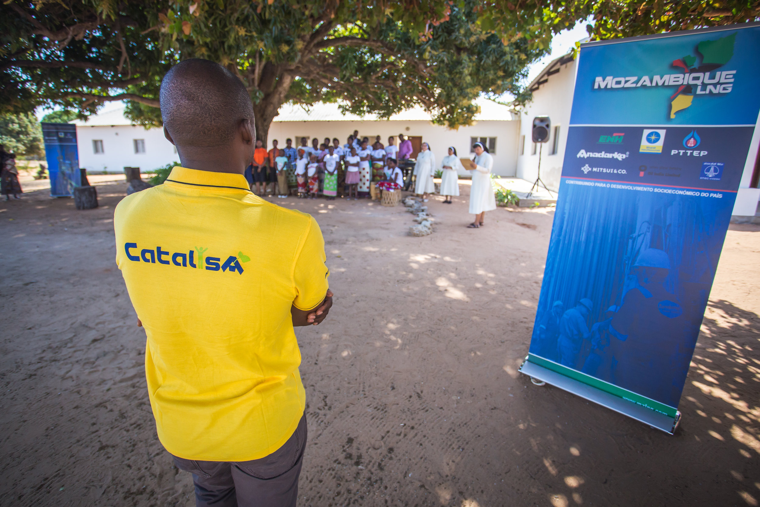 TechnoServe's Catalisa program promotes economic opportunities for youth in Cabo Delgado. In this photo, a TechnoServe trainer oversees a training session.