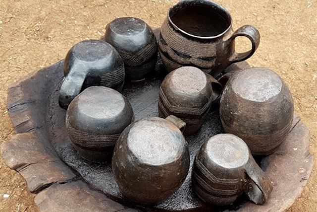 Pottery crafted by Taladech